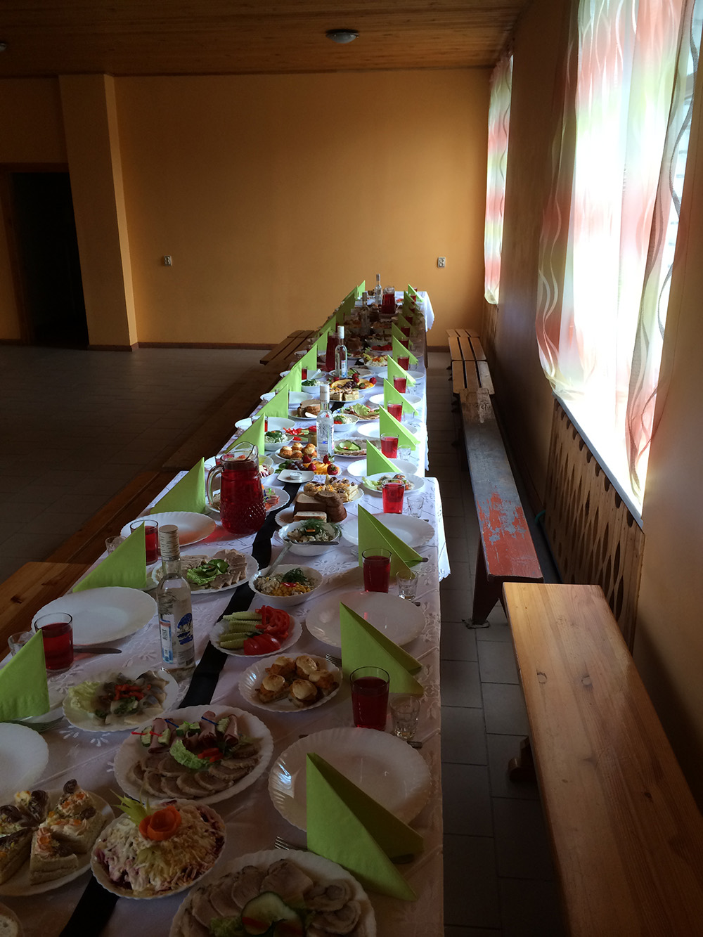 Bēru mielasts galds 2